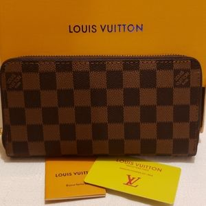 New Louis Vuitton long leather checkered wallet